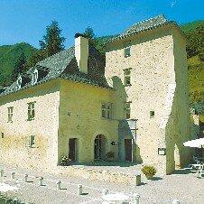 Au Château d'Arance***