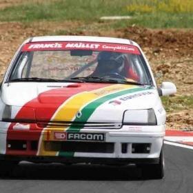 Pilotage d'une Clio de course