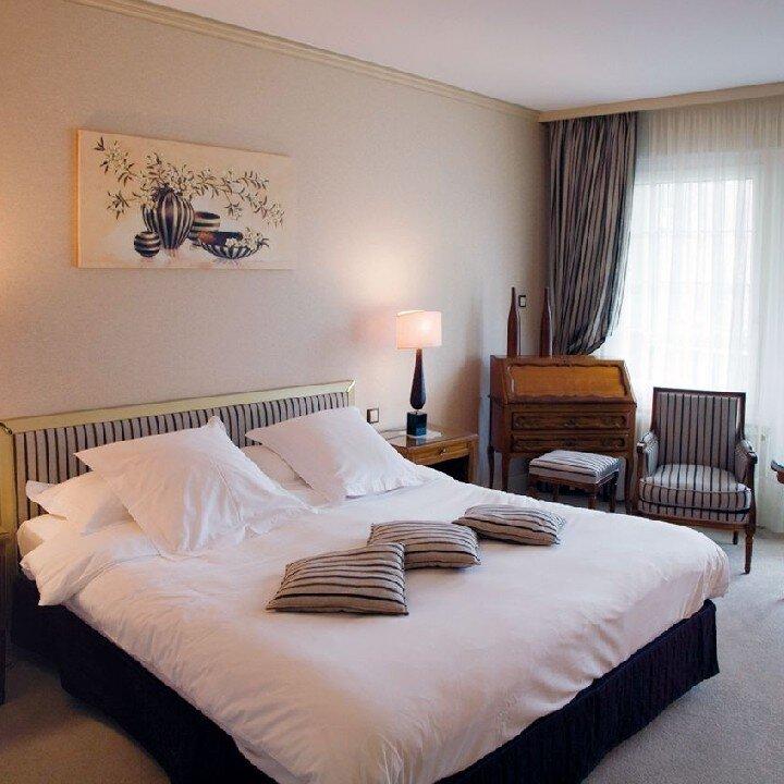 hostellerie la cheneaudi re spa sur la route des. Black Bedroom Furniture Sets. Home Design Ideas