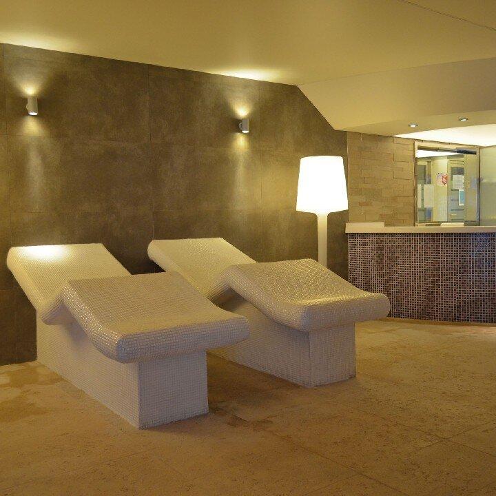 Los nogales spa wellness puerta del hierro spa y relax for Piscina puerta del hierro