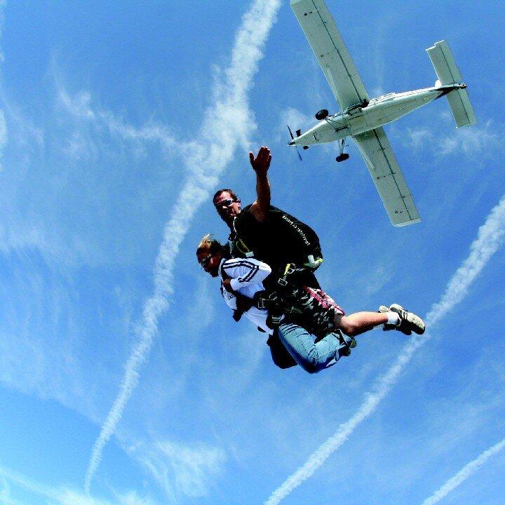 Saut en parachute en tandem emotions extr mes sport for Saut en parachute salon de provence