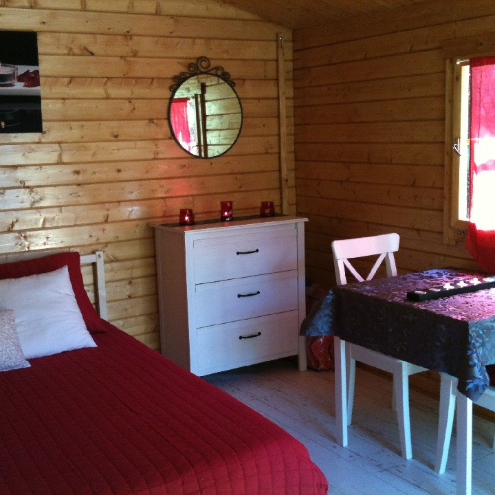 au c ur des pr s week end insolite dans une cabane s jour nos smartbox. Black Bedroom Furniture Sets. Home Design Ideas