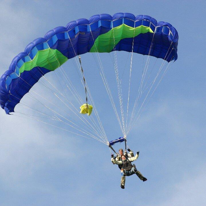 saut en parachute en tandem saut en parachute sport. Black Bedroom Furniture Sets. Home Design Ideas